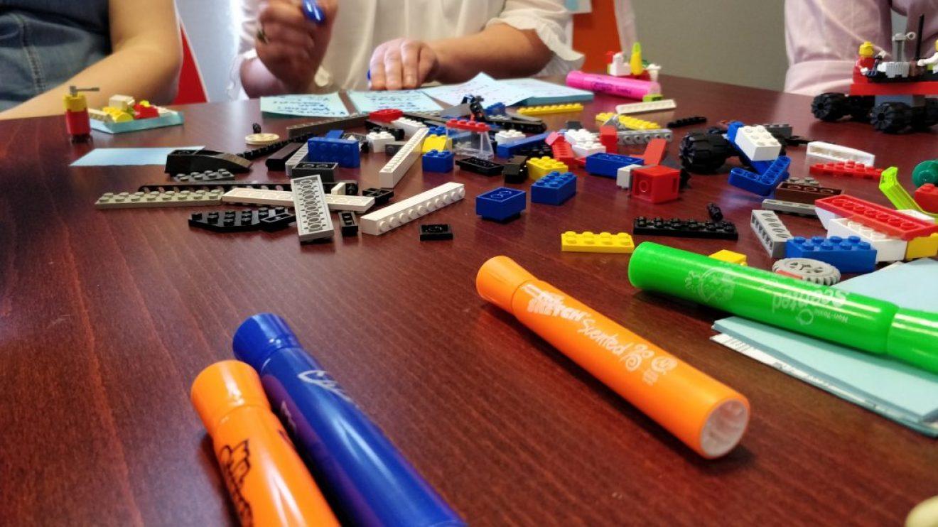 Kyniä ja legoja koulutuksessa