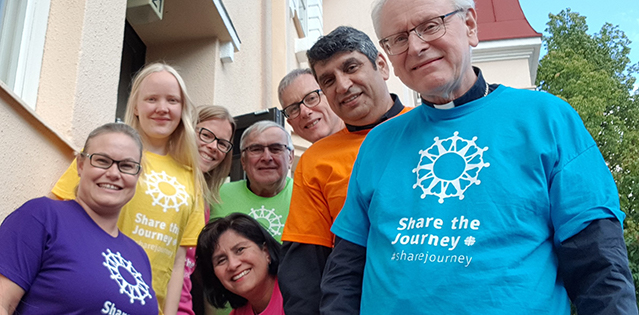 Suomen Caritas ry:n väkeä ryhmäkuvassa